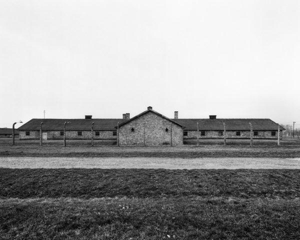 UPADEK - Auschwitz - ultima ratio ery modernizmu Tomasz Lewandowski - CENTRALA - FOTSPOT (2)