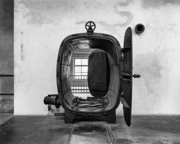 UPADEK - Auschwitz - ultima ratio ery modernizmu Tomasz Lewandowski - CENTRALA - FOTSPOT (4)