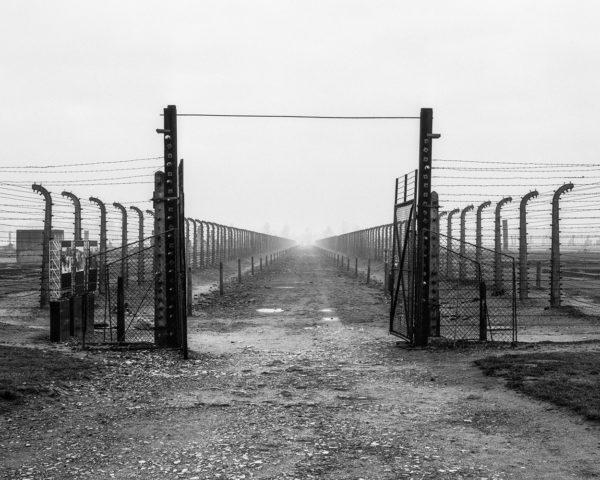 UPADEK - Auschwitz - ultima ratio ery modernizmu Tomasz Lewandowski - CENTRALA - FOTSPOT (5)